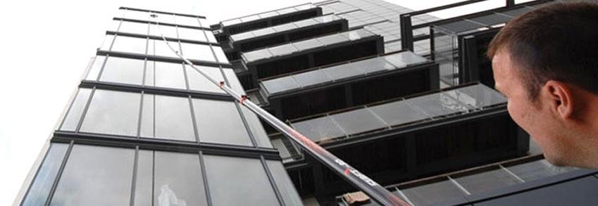 Limpiar los cristales de un edificio de manera profesional - Limpiar cristales grandes ...
