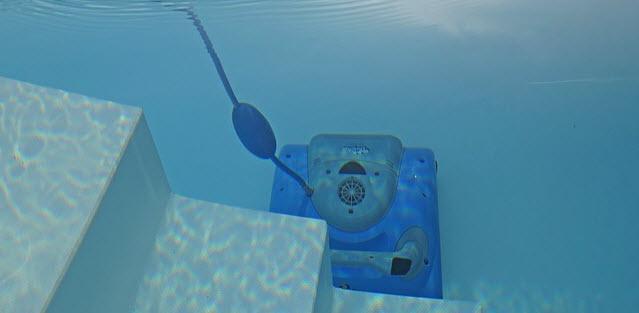Limpiar una piscina despu s de vaciarla for Como limpiar fondo piscina