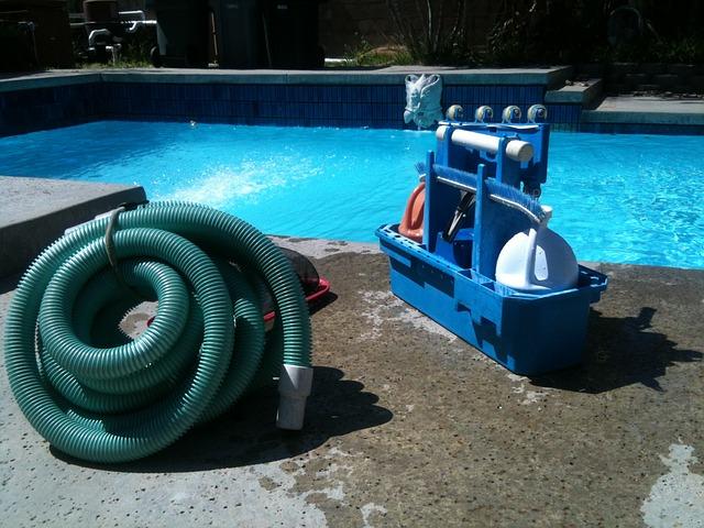 Limpieza de piscina al cerrarla