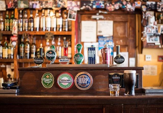 Limpieza de la barra de un bar